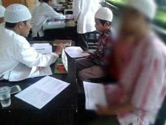 Pak Sumaryatno tengah menemani anaknya interview